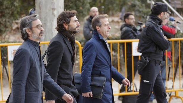 El menor de los hijos del expresidente de la Generalitad de Cataluña, Oleguer Pujol, acompañado de sus abogados