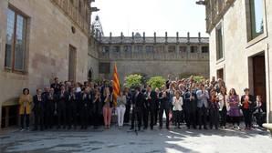 Diputados de la CUP han arropado a Puigdemont en su declaración institucional