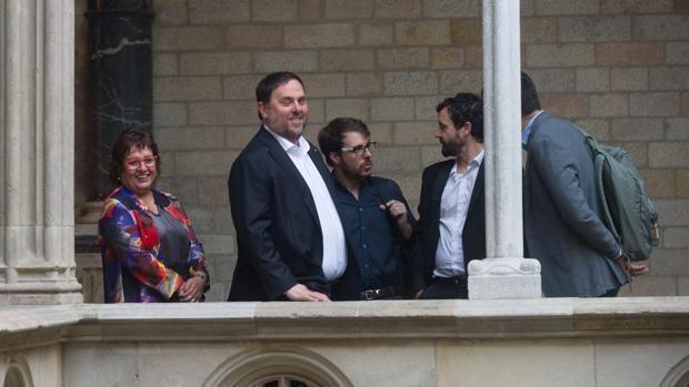 Mimebros del Gobierno de la Generalitat, instantes antes de la reunión de este viernes
