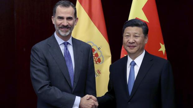 El Rey saluda al presidente de la Republica Popular China, Xi Jinping