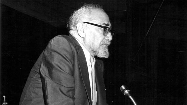 El escritor Ramón J. Sender, que luchó en el bando republicano durante la Guerra Civil y sufrió el exilio, defendía en este artículo una Transición pacífica, y no revolucionaria, en España