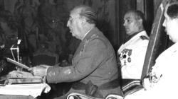 Franco, durante una sesión del Consejo Nacional del Movimiento, cuya sede era el actual Palacio del Senado