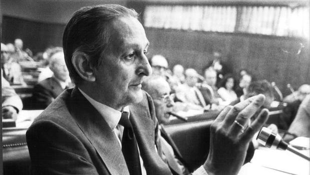 Torcuato Fernández-Miranda durante el debate del proyecto de Constitución Española en 1978