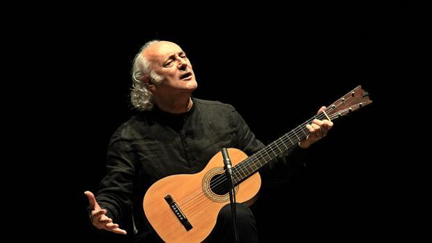 Amancio Prada, durant un concert