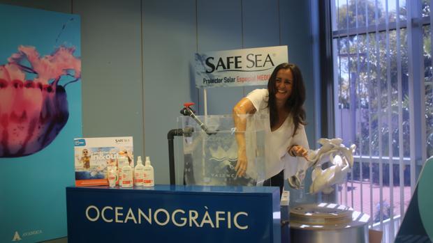 La crema antimeduses presentada en l 39 oceanogr fic de for Promociones oceanografic