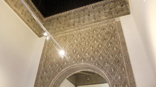 Uno de los arcos de yesería en el interior del Taller del Moro