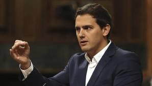 Rivera e Iglesias convierten la moción de censura a Rajoy en su duelo cruzado