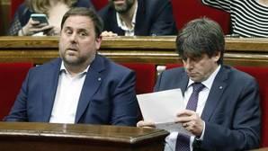 Junqueras y Puigdemont, en el Parlamento de Cataluña, hoy
