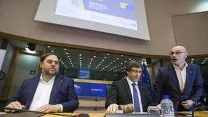 Oriol Junqueras, Carles Puigdemont, y Raül Romeva, en el Parlamento Europeo
