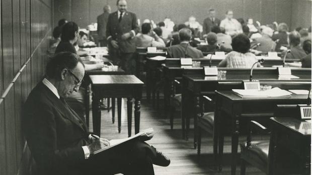 Antonio Hernández Gil en la comisión constitucional del Senado en 1978
