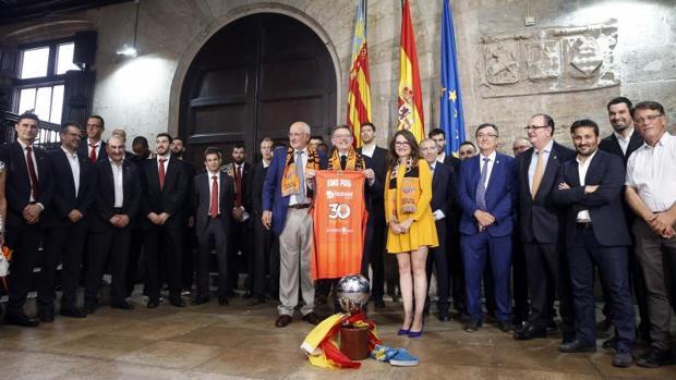 Puig asistirá al mítin de clausura del congreso del PSOE tras su ausencia del primer día