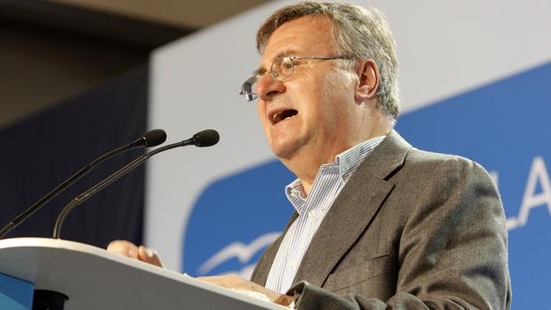 Arturo García-Tizón deja su cargo de concejal en el Ayuntamiento y de diputado provincial