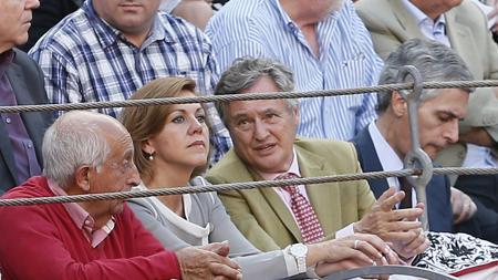 Cospedal, López del Hierro y Adolfo Suárez, viendo a Iván Fandiño en 2014