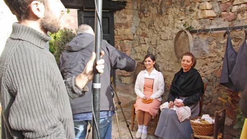 Sagrario (Fátima Plazas) y Pilar (Paloma Suárez), en una escena