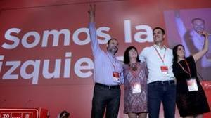 De izquierda a derecha, José Luis Abalos, Cristina Narbona, Pedro Sánchez y Adriana Lastra saludan al comienzo del Congreso Federal del PSOE