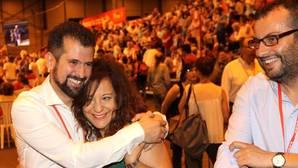 Luis Tudanca e Iratxe García se abrazan,en presencia de Ibán García del Blanco