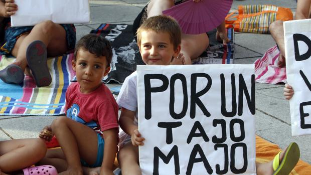 La protesta se ha celebrado en el Puente de San Martín