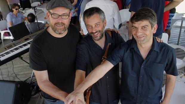 Martiño Noriega, Xulio Ferreiro y Jorge Suárez, ayer en la romería de Compostela Aberta
