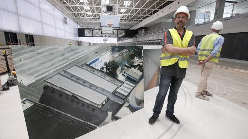 El entrenador del Valencia Basket, Pedro Martínez, en la visita a las instalaciones