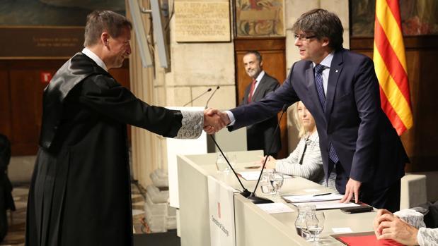 Puigdemont felicita a Francesc Esteve, nuevo director del Gabinete Jurídico de la Generalitat, hoy