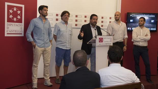 Imagen de Moliner con los directores d elos cuatro festivales de Castellón