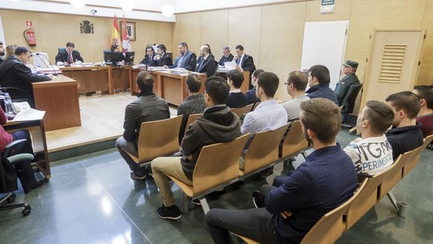 Los acusados por los distrurbios de Gamonal durante una de las jornadas del juicio