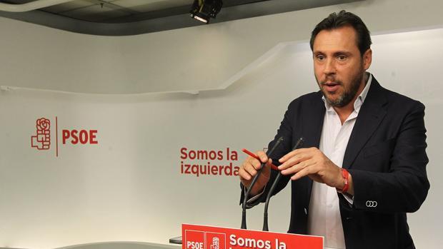 El secretario y portavoz de la Ejecutiva del PSOE, Óscar Puente, durante la rueda de prensa ofrecida este lunes en Madrid tras la reunión de la Ejecutiva Federal
