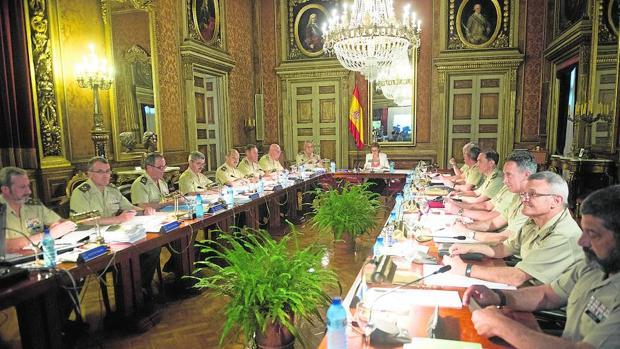 Cospedal presidió la reunión del Consejo Superior del Ejército en Barcelona