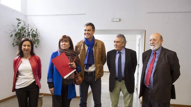 Margarita Robles (i), junto a Narbona, Sánchez, Escudero y Tezanos