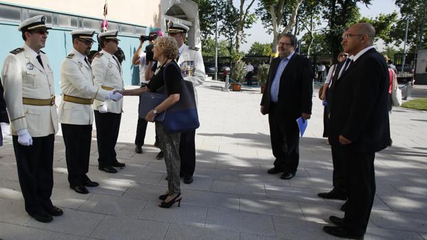 Manuela Carmena y Andrés Serrano (primero por la derecha), en el patrón del año pasado