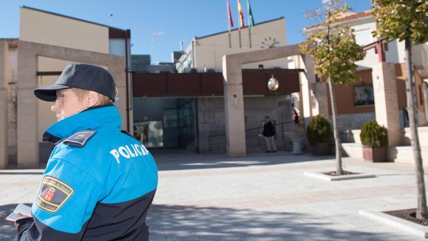 Un ayuntamiento respaldado por Podemos permite que haya solo un policía por turno para 4.100 vecinos