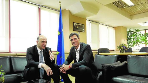 El comisario europeo Moscovici con Sánchez, ayer en Madrid
