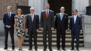 El Rey junto a Zapatero, Cospedal, Dastis, Lamo de Espinosa y Aznar