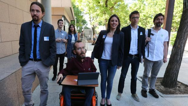 Pablo Iglesias, Pablo Echenique, Irene Montero, Íñigo Errejón y Rafa Mayoral, en una foto de archivo