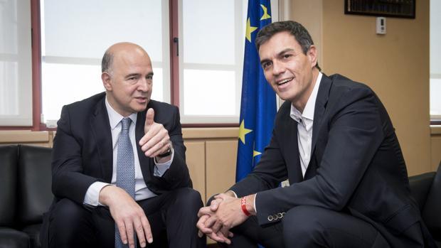 Imagen de la reunión entre el comisario europeo Moscovici con Sánchez en Madrid