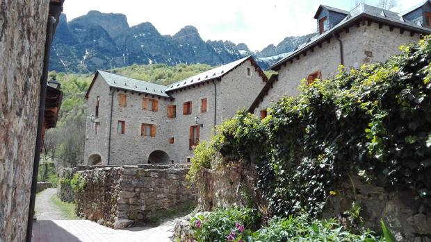 Vista del pueblo de Búbal, en el pirenaico Valle de Tena (Huesca)