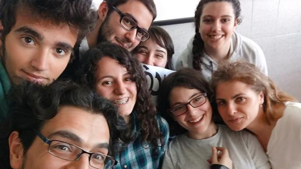 Los alumnos del Instituto Cristo Rey de Valladolid integrantes del equipo ganador de Euroscola
