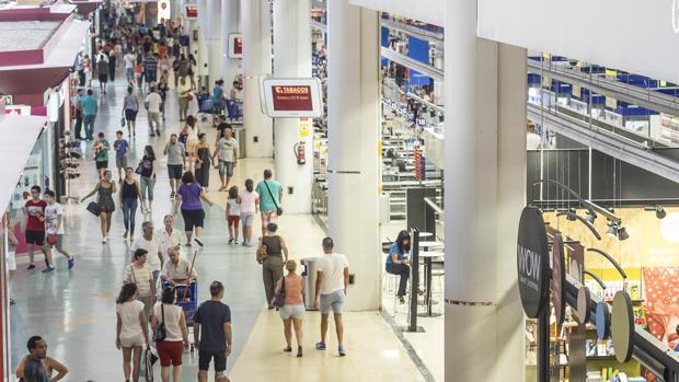 Imagen de archivo de un centro comercial de Valencia