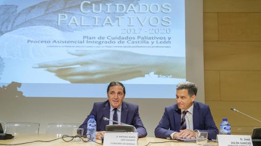 El consejero Sáez Aguado y el director general José Jolín, este lunes durante la presentación del plan