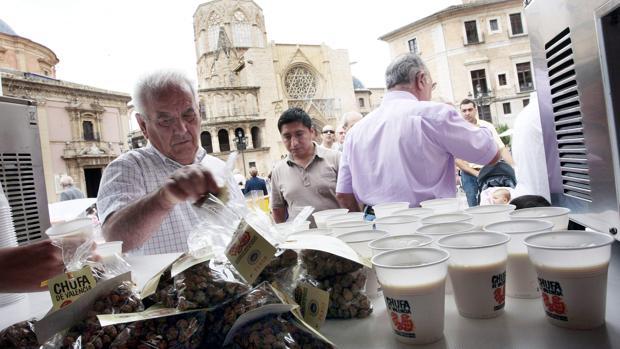 La festa de la xufa i l'orxata promou el valor del producte amb denominació d'origen de València