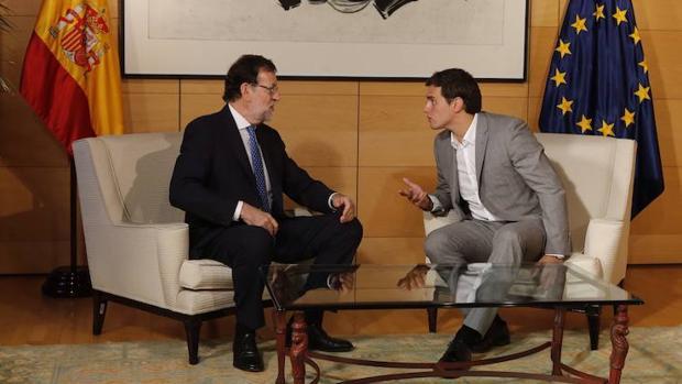 Rajoy y Rivera, durante una reunión que mantuvieron en el verano de 2016