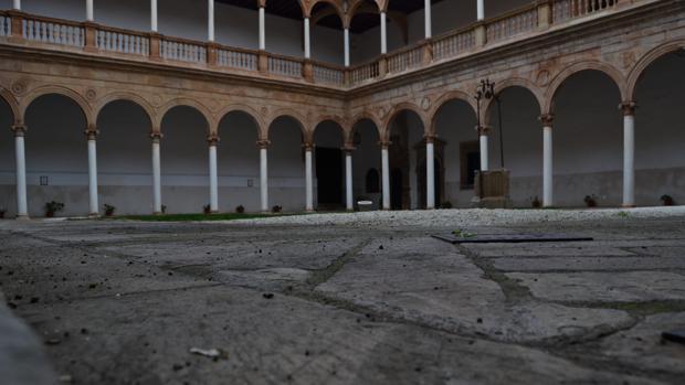 Patio del claustro renacentista del convento de la Asunción de Calatrava de Almagro