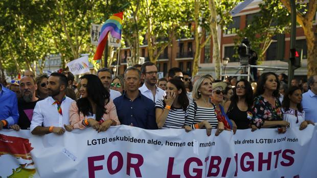 Andrea Levy y Javier Maroto en la marcha del Orgullo