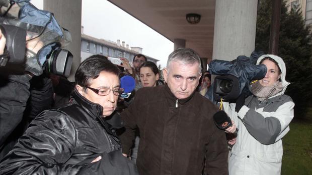 Manuel Castiñeiras, a su entrada a los juzgados de Santiago durante la vista por el robo