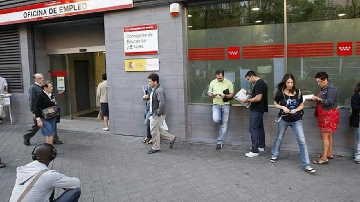 El paro baj en personas en junio en la regi n de madrid for Oficinas de allianz en madrid