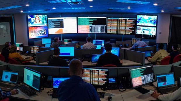 Una sala de control de seguridad digital