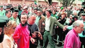 Una de las primeras imágenes de Ortega Lara tras su liberación