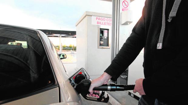 Todas las gasolineras de Castilla y León están obligadas a contar con personal