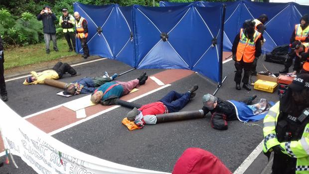 Momento de detención de los activistas