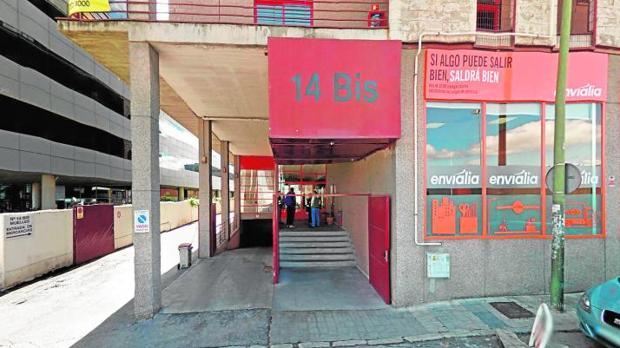 Cuatro encapuchados roban una saca con metales preciosos a un repartidor en San Blas